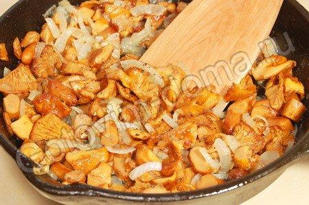 Мясные рулетики с грибами в духовке - рецепт с фото